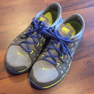 Nike sneakers size 8.5 EUC